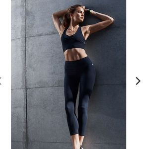 Fabletics High-Waisted Solid PowerHold 7/8 black L